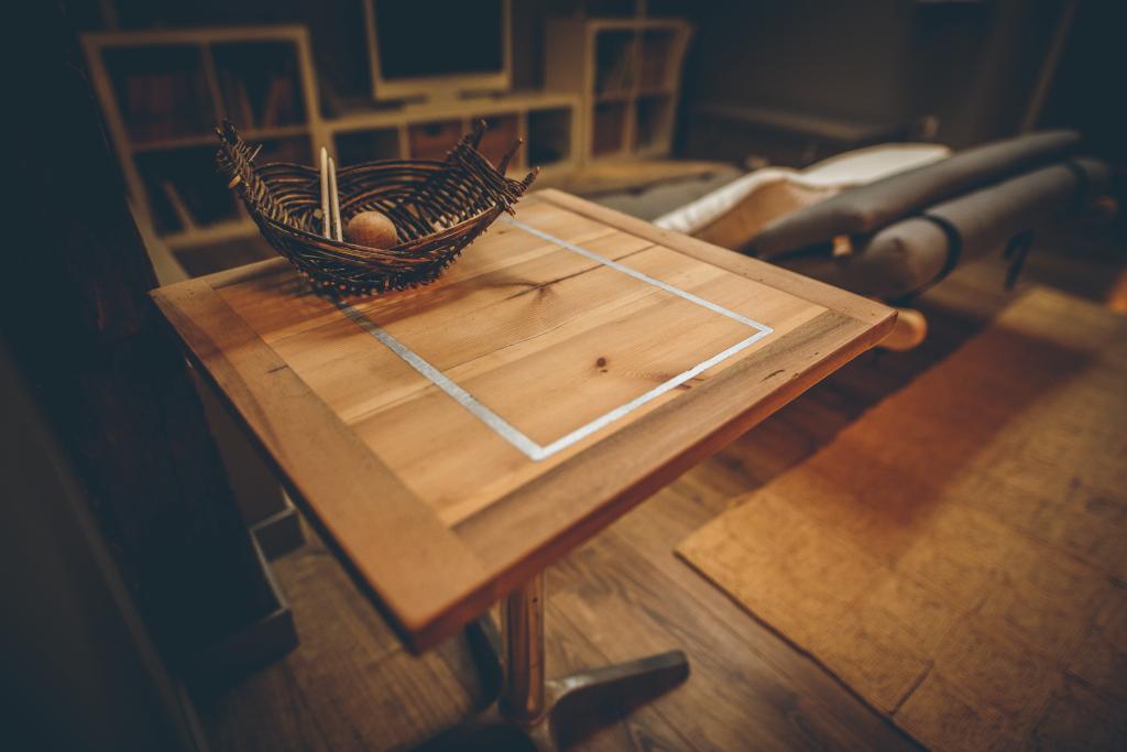 Bête à bois - Table Noyer/Epicéa